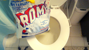Powdered laundry detergent as a toilet deodorizer